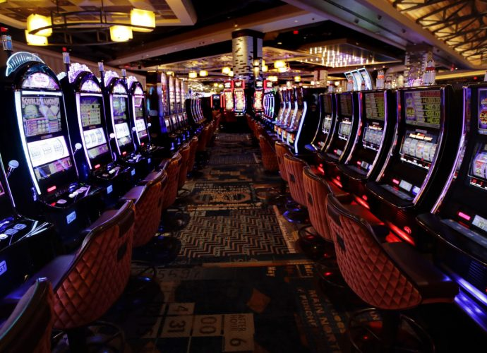 Which is the best to play live or offline casino?